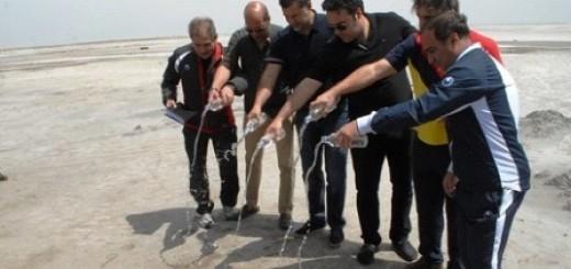 اقدام نمادین فوتبالیستها برای احیای دریاچه اورمیه