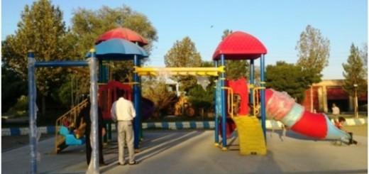 نصب وسایل استاندارد بازی برای کودکان در پارک چهاربرج
